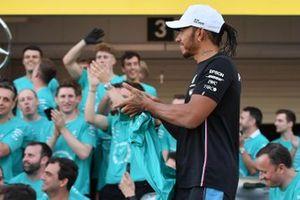Обладатель третьего места Льюис Хэмилтон и команда Mercedes AMG F1