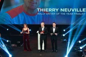 Ari Vatanen op het podium voor de Rally Driver of the Year Award
