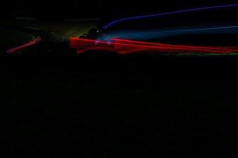 Renn-Action bei Nacht