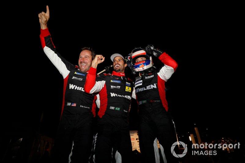 Ganadores #31 Whelen Engineering Racing Cadillac DPi, DPi: Felipe Nasr, Pipo Derani, Eric Curran celebra an en victory lane