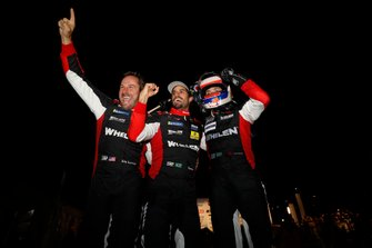 Vincitori #31 Whelen Engineering Racing Cadillac DPi, DPi: Felipe Nasr, Pipo Derani, Eric Curran festeggiano in victory lane