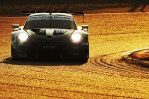 #88 Dempsey-Proton Racing Porsche 911 RSR: Thomas Preining, Angelo Negro, William Bamber