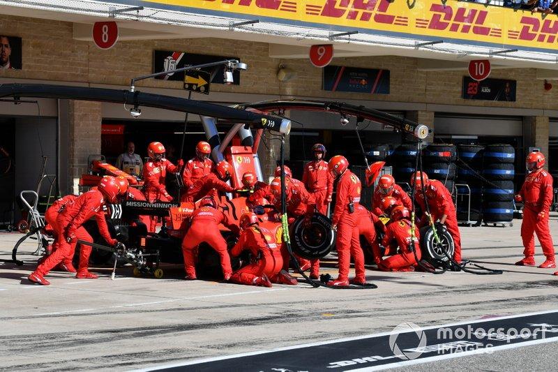 Charles Leclerc, Ferrari SF90, ai box