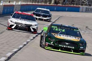 Kevin Harvick, Stewart-Haas Racing, Ford Mustang Busch Beer / Ducks Unlimited, Erik Jones, Joe Gibbs Racing, Toyota Camry Sport Clips