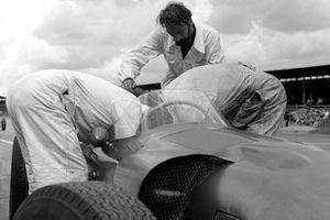 Mechanics work on a Aston Martin DBR5/250