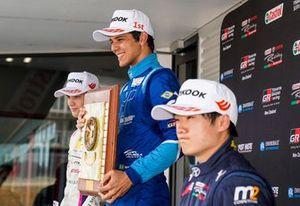 Igor Fraga comemora vitória na corrida 3 da etapa de Hampton Downs da TRS
