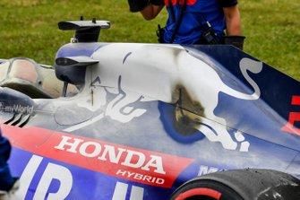 Auto di Daniil Kvyat, Toro Rosso STR14 viene recuperata dagli ingegneri della Toro Rosso