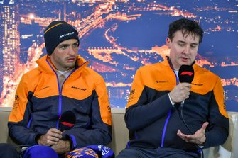 Carlos Sainz Jr., McLaren, e James Key, Technical Director, McLaren in conferenza stampa