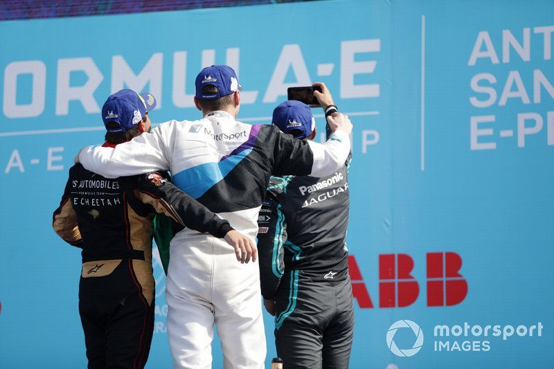 Race winner Maximilian Günther, BMW I Andretti Motorsports, Antonio Felix da Costa, DS Techeetah, 2nd position, Mitch Evans, Jaguar Racing, 3rd position take a selfie on the podium