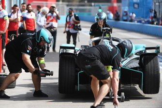 Pit stop for James Calado, Jaguar Racing, Jaguar I-Type 4