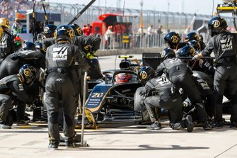 Kevin Magnussen, Haas VF-19 Team, pit stop
