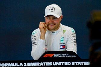 Le poleman Valtteri Bottas, Mercedes AMG F1, en conférence de presse après les qualifications