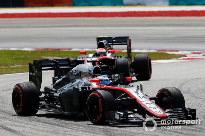 Fernando Alonso et Jenson Button en piste