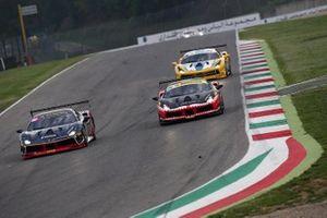#186 Ferrari 488 Challenge, Rossocorsa: Agata Smolka e #177 Ferrari 488 Challenge, Kessel Racing: Fons Scheltema