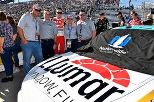 Alex Bowman, Hendrick Motorsports, Chevrolet Camaro LLumar meet and greet