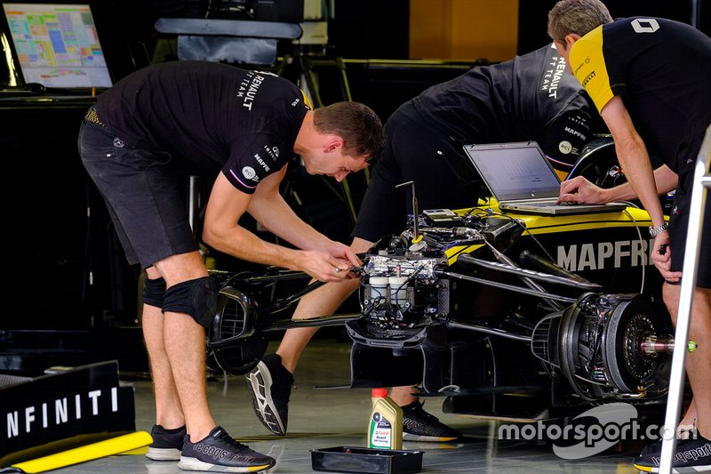 Renault F1 Team R.S.19 in garage