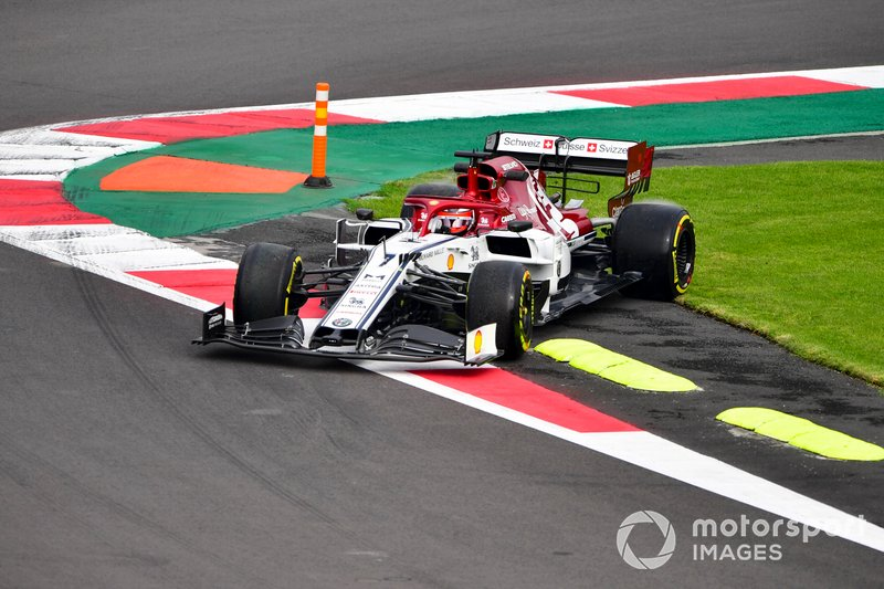 Kimi Raikkonen, Alfa Romeo Racing C38 runs over the grass