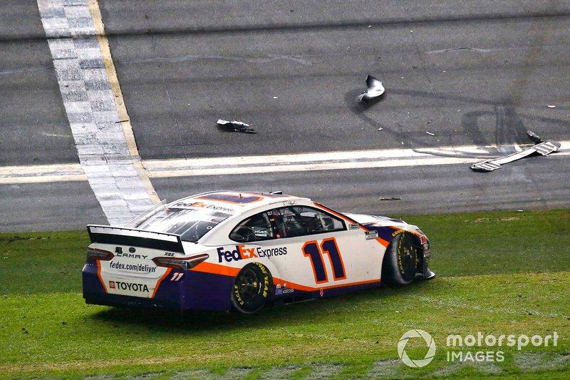 Denny Hamlin, Joe Gibbs Racing, Toyota Camry FedEx Express celebra su victoria