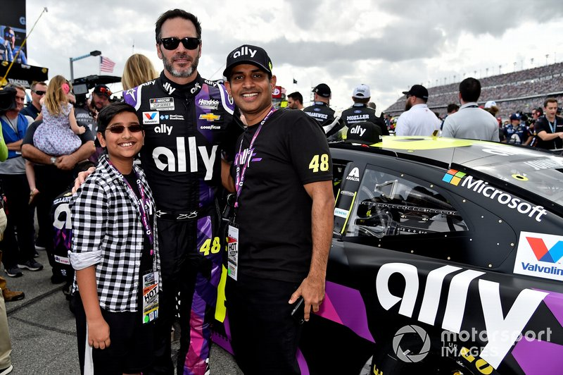 Jimmie Johnson, Hendrick Motorsports, Chevrolet Camaro Ally, with guest