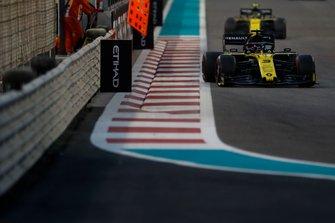 Daniel Ricciardo, Renault F1 Team R.S.19, devant Nico Hulkenberg, Renault F1 Team R.S. 19
