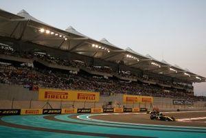 Daniel Ricciardo, Renault F1 Team R.S.19, leads Nico Hulkenberg, Renault F1 Team R.S. 19