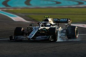 Valtteri Bottas, Mercedes AMG F1, lock-up on the way to the grid