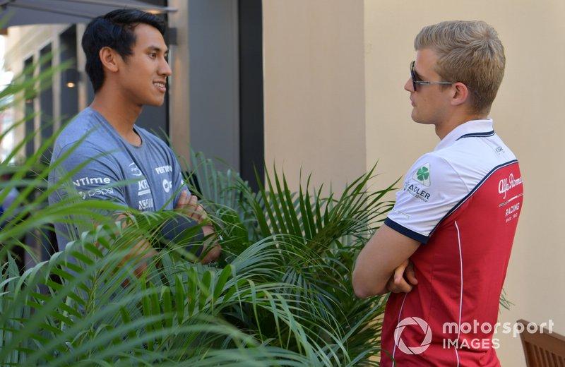 F2 racer Sean Gelael talks to Marcus Ericsson