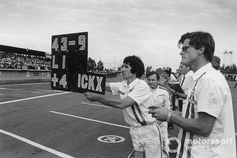 Denny Hulme, McLaren, Bruce McLaren, at the 1969 Mexico GP
