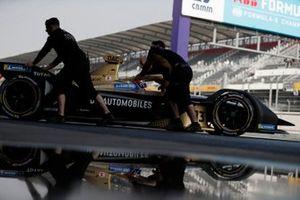 Mechanics push Antonio Felix da Costa, DS Techeetah, DS E-Tense FE20 back into the garage