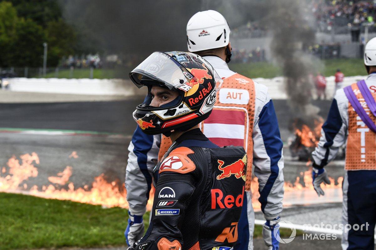 Dani Pedrosa, Red Bull KTM Factory Racing, después de su caída