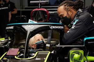 Angela Cullen, Physio for Lewis Hamilton, sits in the car and chats with Lewis Hamilton, Mercedes