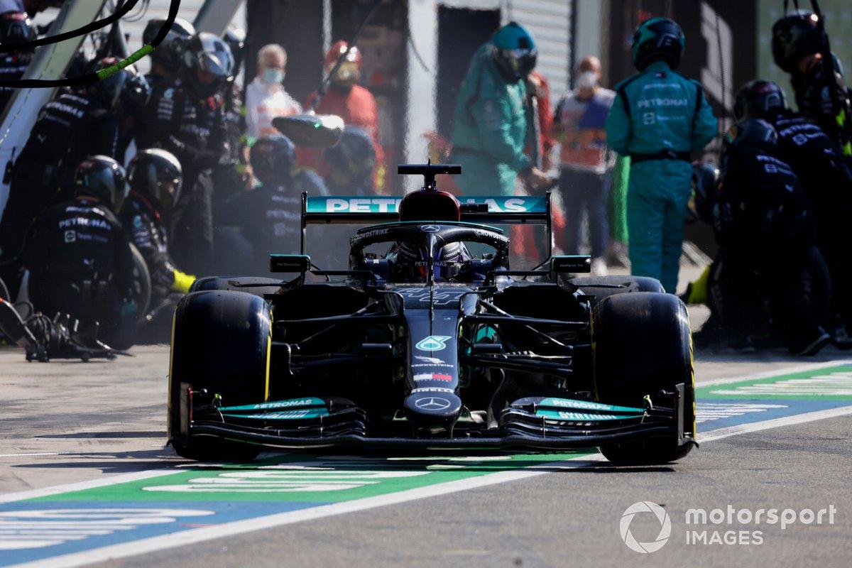 Lewis Hamilton, Mercedes W12, lascia il suo box