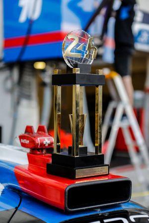 Le trophée de #70 Realteam Racing Oreca 07 - Gibson LMP2, Esteban Garcia, Loic Duval, Norman Nato
