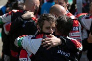 L'équipe Toyota fête sa victoire