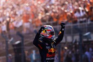 Race Winner Max Verstappen, Red Bull Racing celebrates in Parc Ferme
