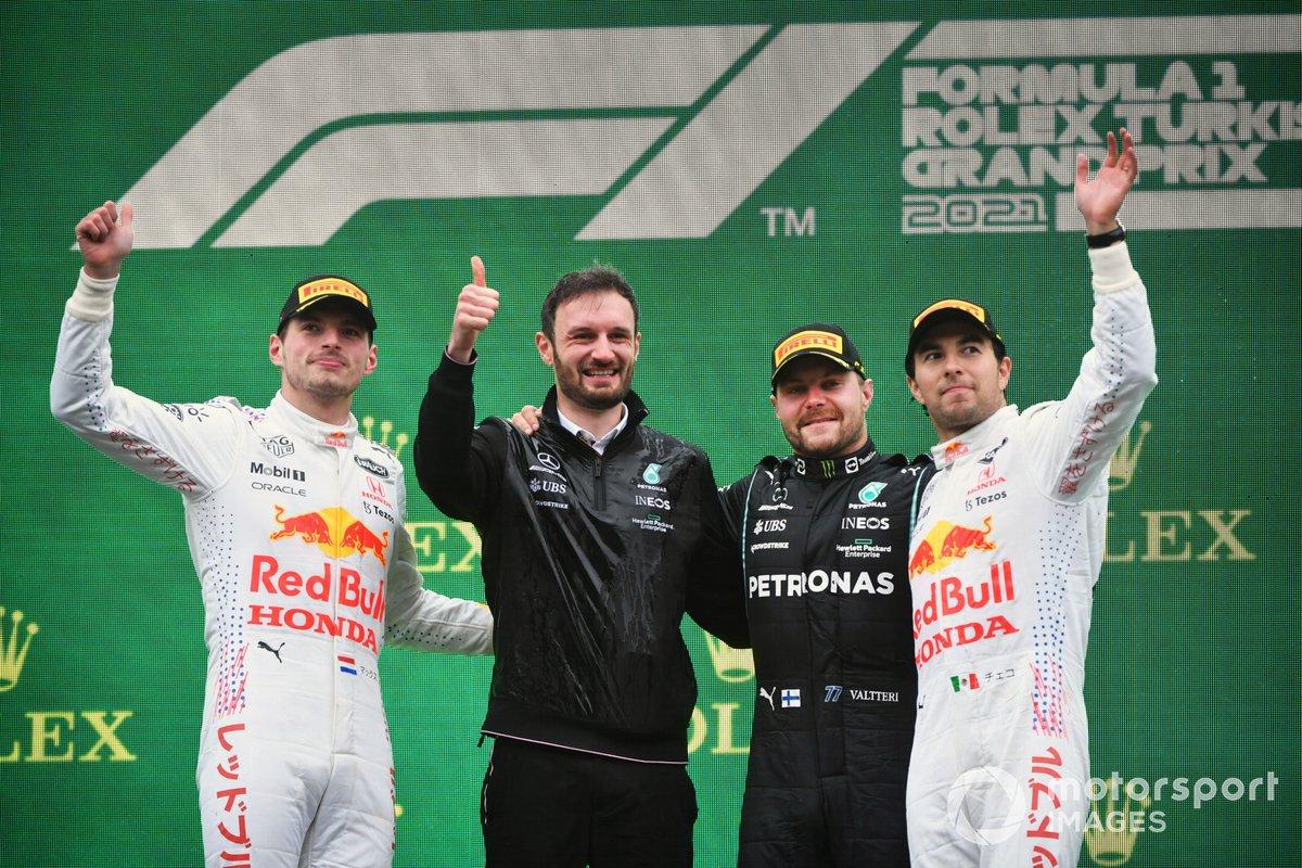 Podio: segundo lugar Max Verstappen, Red Bull Racing, ganador Valtteri Bottas, Mercedes, tercer lugar Sergio Pérez, Red Bull Racing