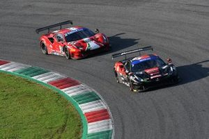 #3 Easy Race, Ferrari 488 GT3 Evo: Matteo Greco, Karol Basz e #21 AF Corse, Ferrari 488 GT3 Evo: Simon Mann, Matteo Cressoni