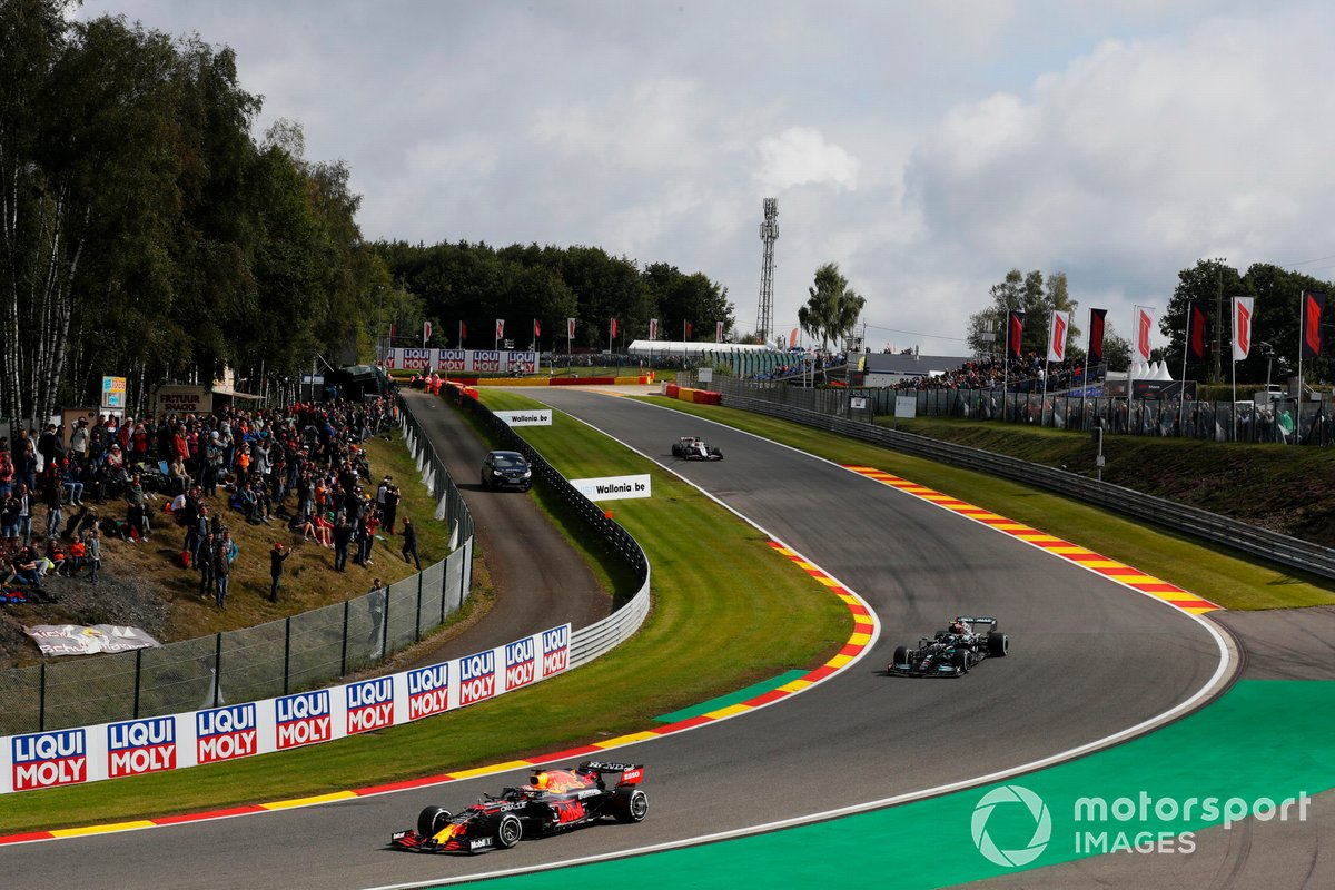 Max Verstappen, Red Bull Racing RB16B, Valtteri Bottas, Mercedes W12, Nikita Mazepin, Haas, VF-21