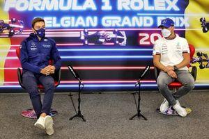 George Russell, Williams, en Valtteri Bottas, Mercedes, in de persconferentie