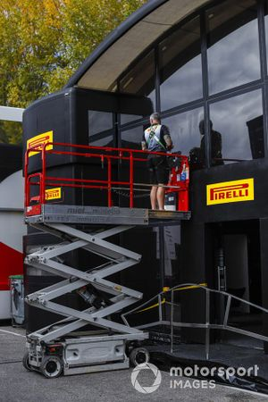Work on the Pirelli motorhome