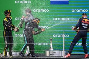Podio: tercer lugar Daniel Ricciardo, Renault F1, ganador de la carrera Lewis Hamilton, Mercedes-AMG F1, y el segundo lugar Max Verstappen, Red Bull Racing