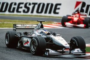 Mika Häkkinen, McLaren MP4-15 Mercedes, Michael Schumacher, Ferrari F1-2000
