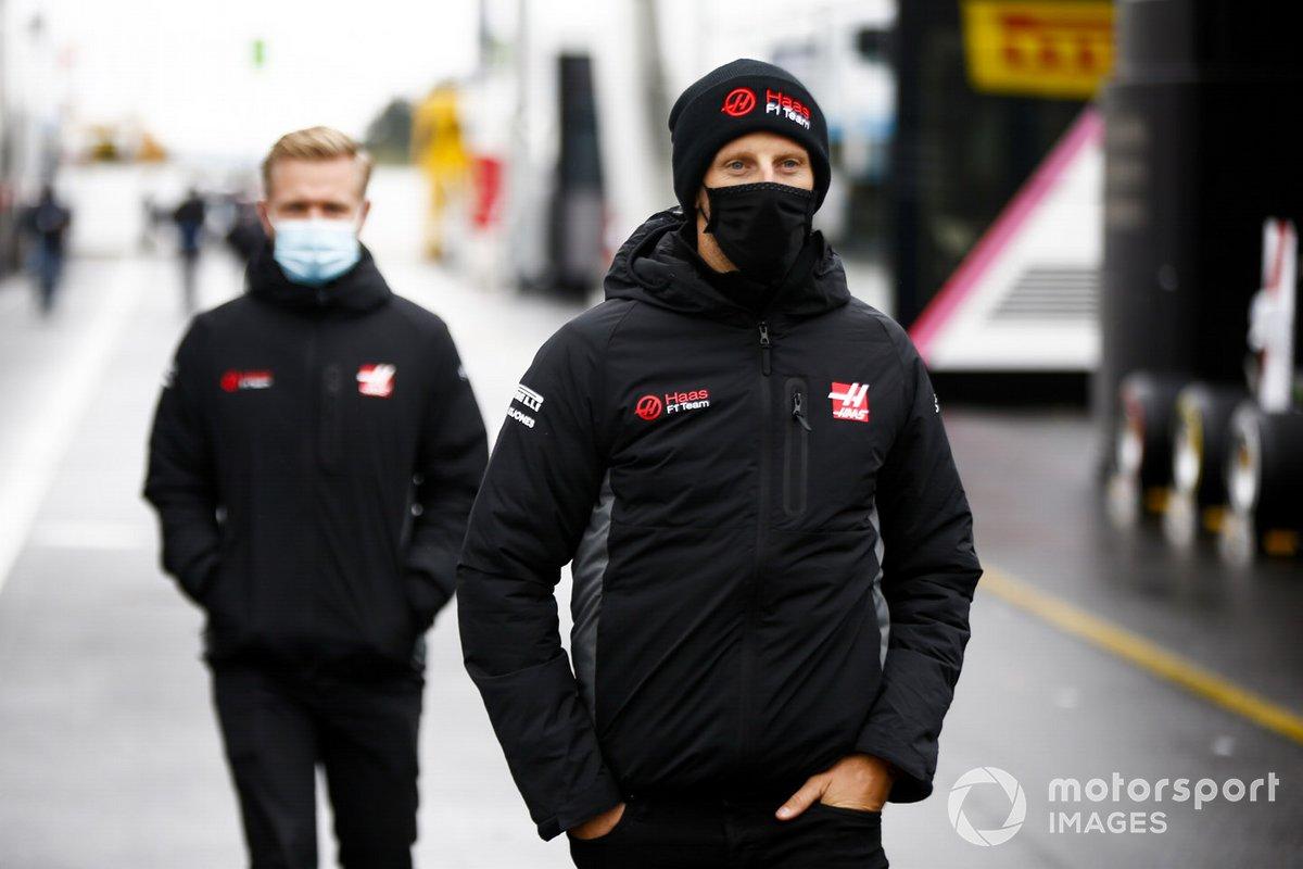 Romain Grosjean, Haas F1 e Kevin Magnussen, Haas F1 nel paddock