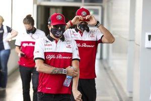 Kimi Raikkonen, Alfa Romeo and Antonio Giovinazzi, Alfa Romeo