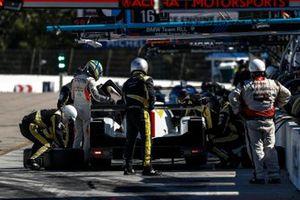 #85 JDC-Miller Motorsports Cadillac DPi, DPi: Matheus Leist, Chris Miller, Gabriel Aubry, pit stop, crew