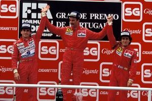 Podium: second place Ayrton Senna, McLaren, Race winner Nigel Mansell, Ferrari, third place Alain Prost, Ferrari