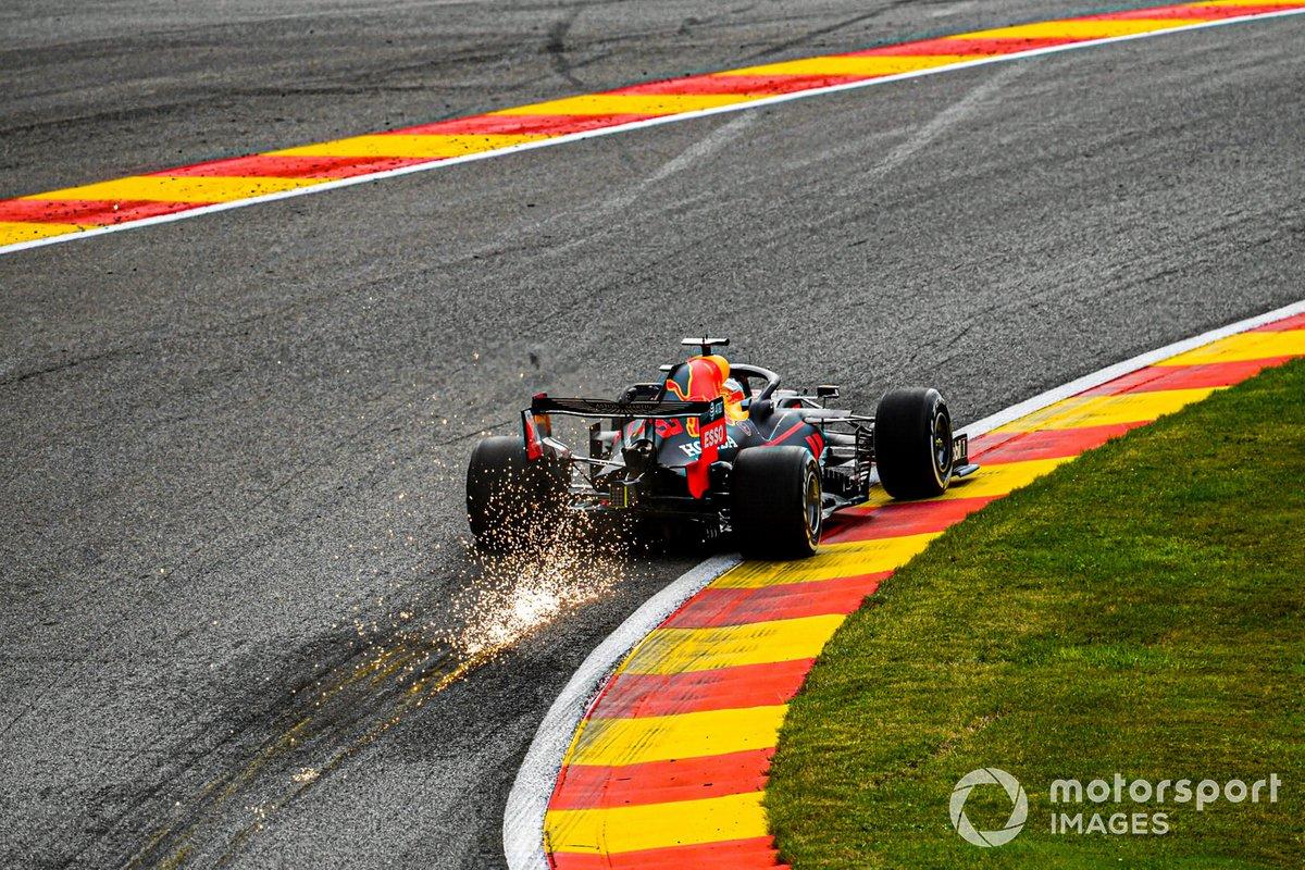Max Verstappen, Red Bull Racing RB16 sacando chispas
