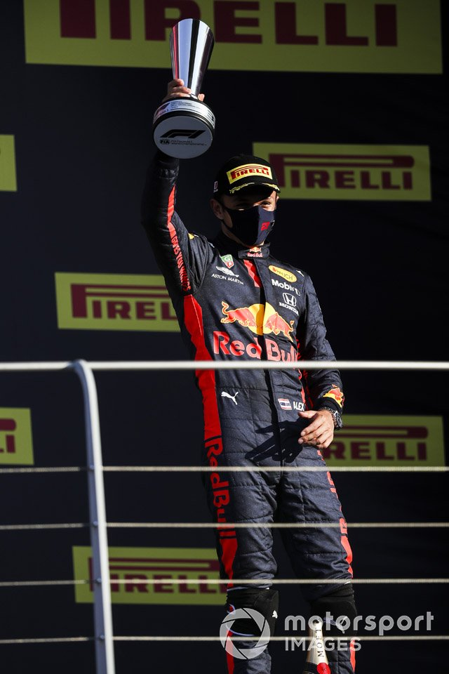Podio: tercer lugar Alex Albon, Red Bull Racing
