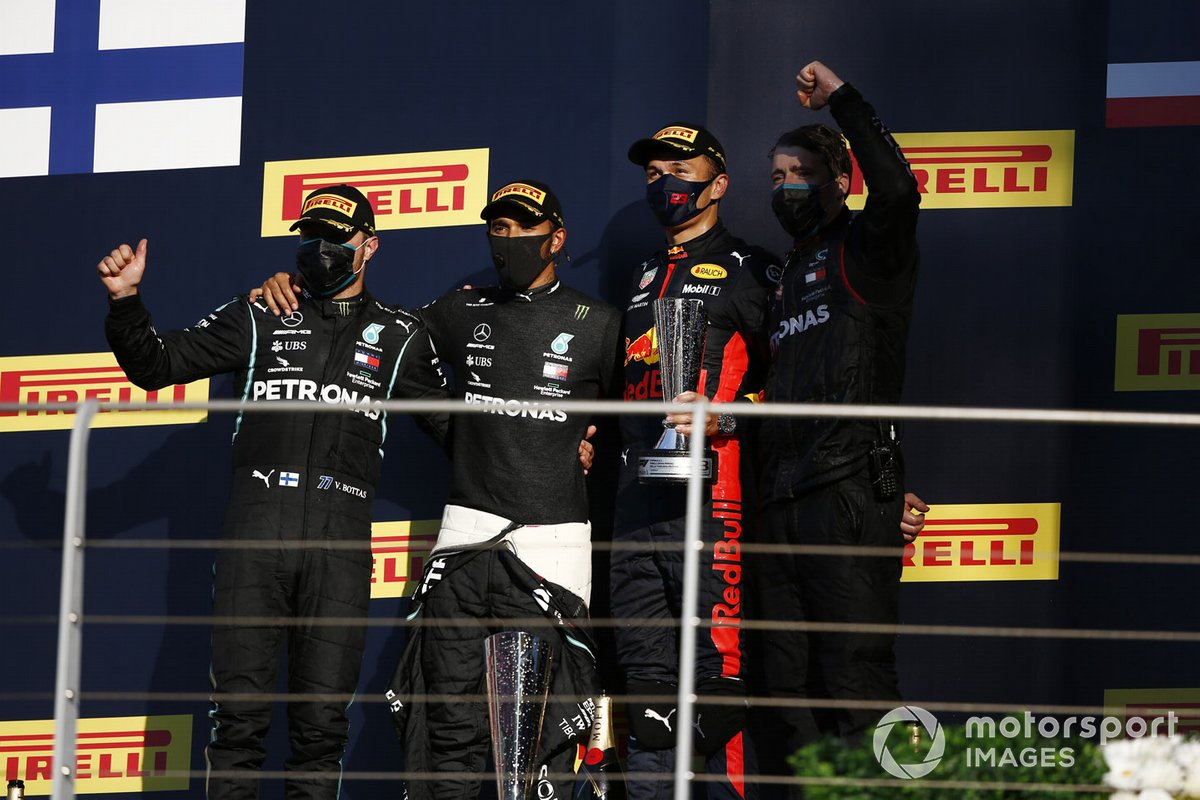 Podio: segundo lugar Valtteri Bottas, Mercedes-AMG F1, ganador Lewis Hamilton, Mercedes-AMG F1, y tercer lugar Alex Albon, Red Bull Racing
