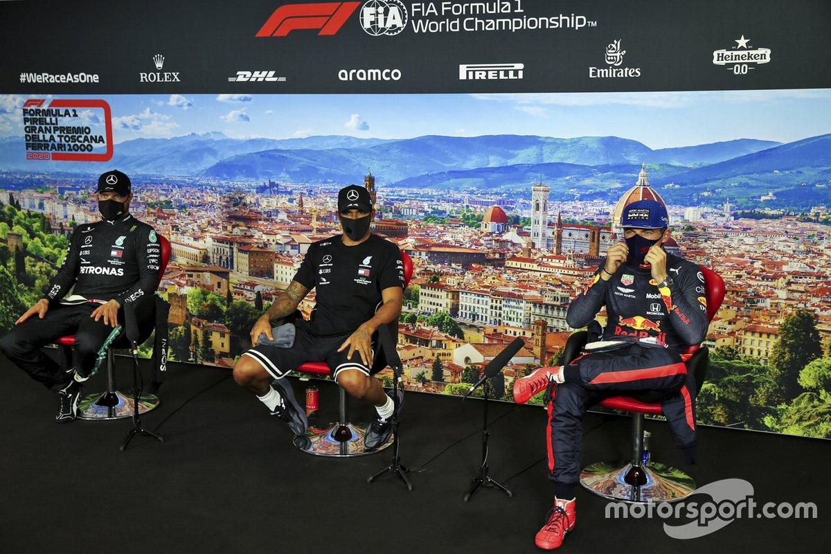Valtteri Bottas, Mercedes-AMG F1, Poleman Lewis Hamilton, Mercedes-AMG F1 y Max Verstappen, Red Bull Racing en la conferencia de prensa